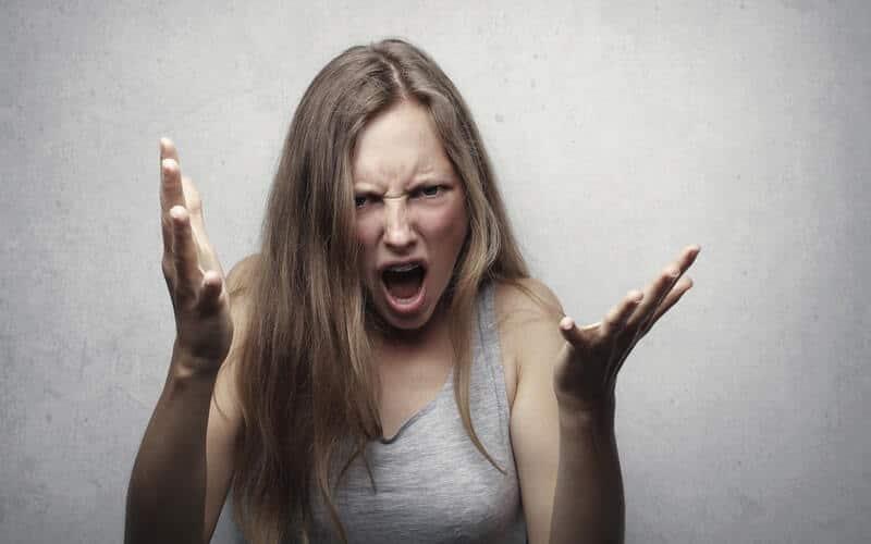 Cómo actuar ante una persona agresiva
