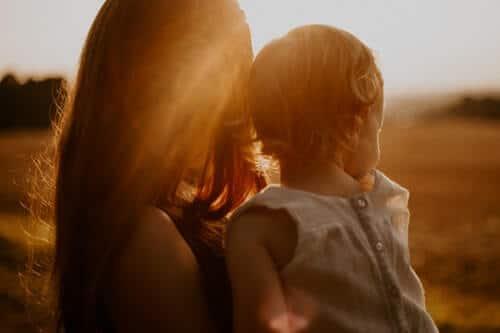 qué es la crianza respetuosa madre niña